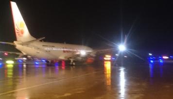 Foto Akibat Dua Pesawat Lion Air Rusak, Penumpang Menumpuk di Bandara Syamsudin Noor