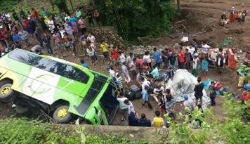 Foto Polda Bali: Kecelakaan Gilimanuk Akibat Kehilangan Kendali