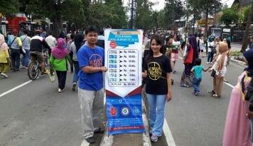 Foto PKL Manfaatkan Momen Car Free Day