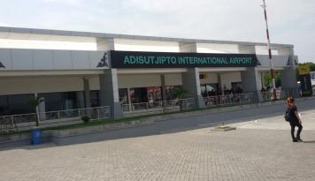 Foto Arus Balik di Bandara Adi Sutjipto Mulai Bergeliat