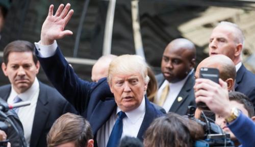 Foto Trump: The Fed Adalah Ancaman Terbesar Saya