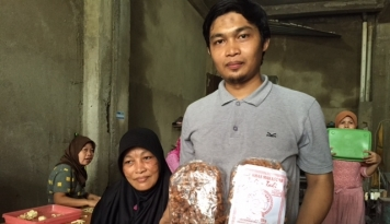 Foto Berkah Kue Tali-tali, Yusuf Mampu Sekolahkan Lima Anak