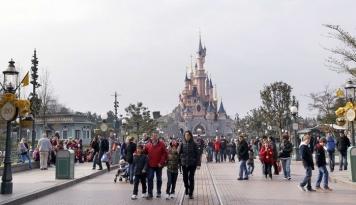 Foto Pendapatan Lampaui Estimasi, Disney Siap Bersaing dengan Netflix