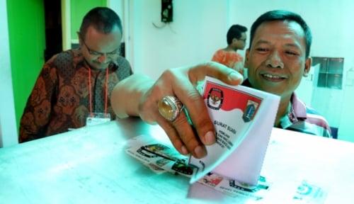 Foto Anies-Sandi Bersyukur Menang di TPS Djarot Mencoblos