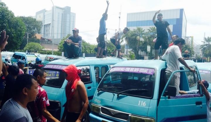 Foto Berita Dishub Izinkan Sopir Angkot Unjuk Rasa, Asal.......