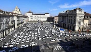 Foto Pengemudi Taksi Italia Protes dan Desak Penutupan Taksi Online