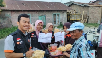 Foto Borong Berbagi Ala Komite Relawan Nusantara