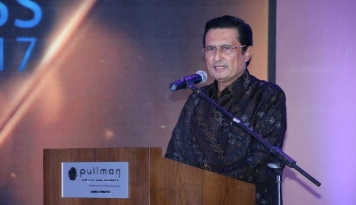 Foto Di DPD, Fadel Paling Senior