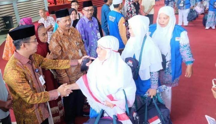 4 Kloter Haji Jabar Tiba di Asrama Haji Bekasi - Warta Ekonomi