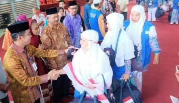Foto 4 Kloter Haji Jabar Tiba di Asrama Haji Bekasi