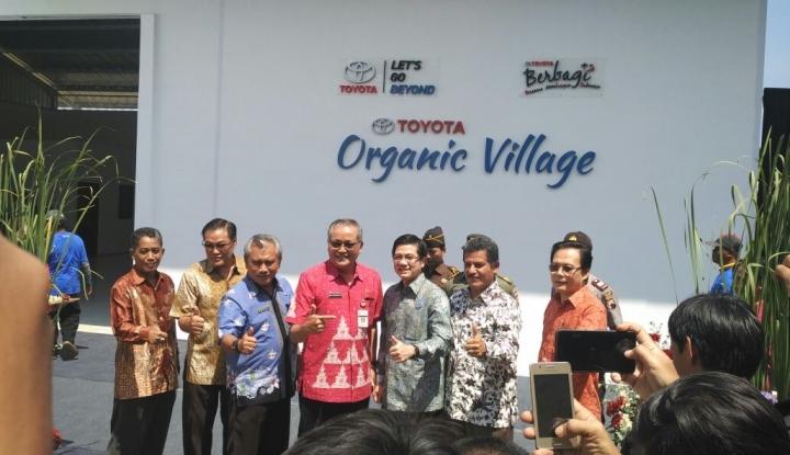 Foto Berita Peduli Lingkungan, Toyota Bantu Pertanian Desa Mlaten