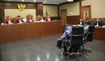 Foto Saksi e-KTP Akui Pemberian Uang dari Sugiharto