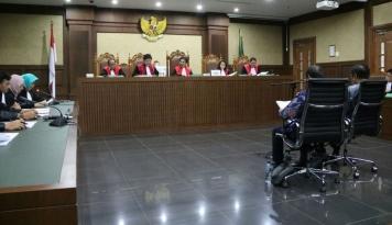 Foto Ditanya Hakim Perihal Uang Korupsi, Legislator ini Tiba-tiba Sakit Asam Urat