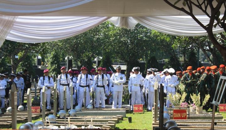 Foto Berita Presiden Jokowi Pimpin Ziarah Nasional di TMP Kalibata