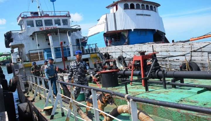 Foto Berita TNI AL Amankan Kapal Ikan Berbendera Asing
