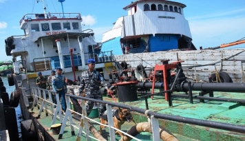Foto TNI AL Amankan Kapal Ikan Berbendera Asing
