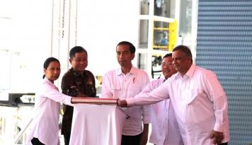 Foto Jokowi Resmikan Pembangkit Listrik Berkapasitas 500 MW di Pontianak
