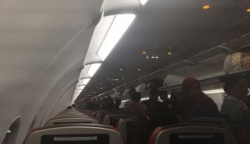 Foto China Eastern Airlines Alami Turbulensi Hebat, 26 Penumpang Luka-luka