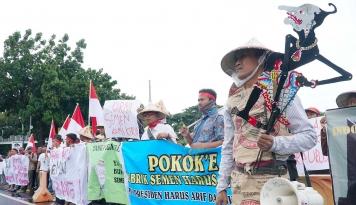 Foto Jangan Permasalahkan Pembangunan Pabrik Semen