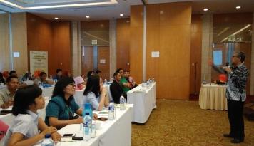 Foto 100 Guru Ikuti Pelatihan Sains Program Kalbe di Medan