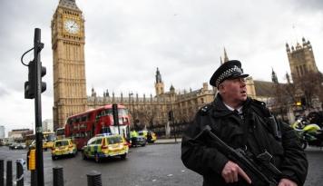 Foto Polisi Inggris Amankan Terduga Ketiga Pelaku Bom London