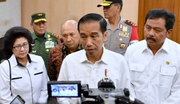 Foto Jokowi: Kalau Masih Ada yang Main-Main, Awas!