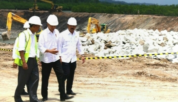 Foto Pembangunan Transportasi Massal untuk Kejar Ketinggalan Indonesia, Tegas Jokowi