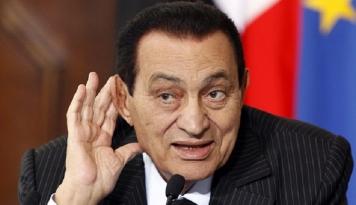 Foto Setelah Enam Tahun dalam Tahanan, Akhirnya Mubarak Hirup Udara Kebebasan