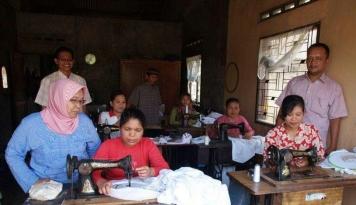 Foto Mendamba Produk Telekung Laris Hingga ke Tanah Malaysia