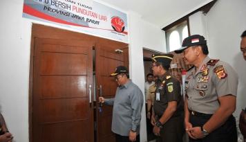 Foto Aher Resmikan Sekretariat Satgas Saber Pungli Jabar