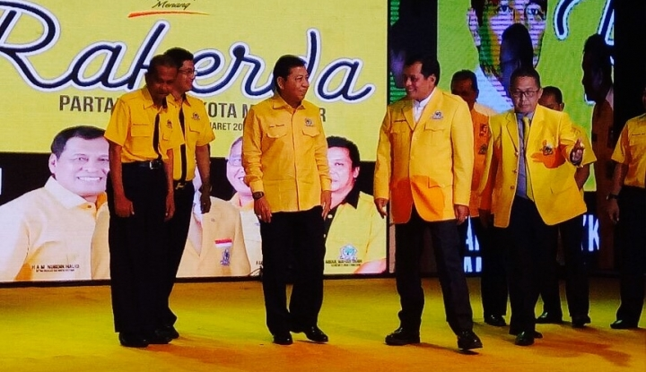 Foto Berita Novanto Berstatus Tersangka, Golkar Terbelah?