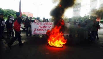 Foto Ada WN Australia dalam Aksi Aliansi Mahasiswa Papua di Surabaya