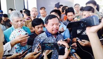 Foto 13 April, DPR Kunjungi Pabrik Semen Indonesia dan Petani Kendeng