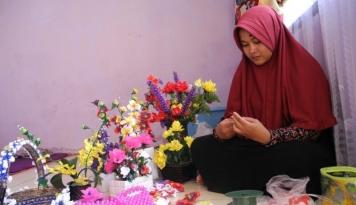 Foto Berawal dari Keisengan, Rangkaian Bunga Acrylic Meraup Keuntungan Berlimpah