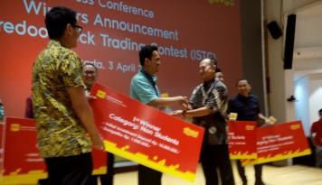 Foto Indosat Ooredoo Gelar Kompetisi Saham, 3 Mahasiswa Dinyatakan Sebagai Pemenang