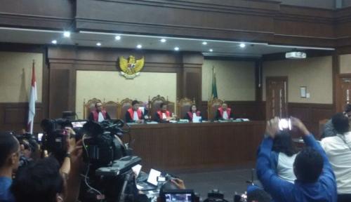 Foto Nama Riza Chalid Muncul Dalam Persidangan Tipikor