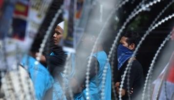 Foto Massa Pro dan Kontra Ahok di Lokasi Persidangan Berangsur Bubar