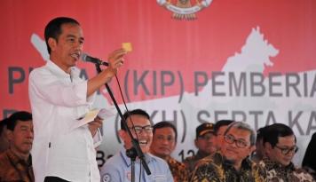 Foto Presiden Jokowi: Bank Wakaf Akan Segera Hadir di Sekitar Ponpes