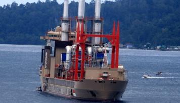 Foto Kapal Pembangkit Listrik Karadeniz Telah Beroperasi Sejak 1 April di Ambon
