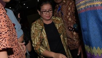 Foto Miryam S Haryani Diciduk Polisi saat Sembunyi di Hotel Kemang