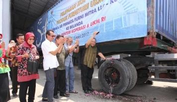 Foto Menkop Lepas Ekspor Produk Furnitur dari Jateng ke Luar Negeri