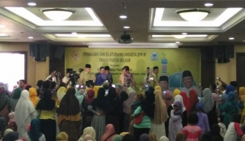 Foto Relawan Djarot Ajak Kedua Pendukung Hormati Pilihan Masing-masing