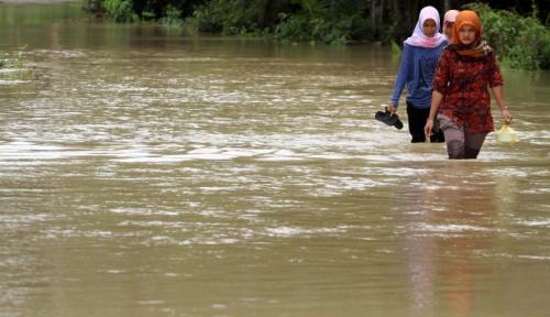 Foto Ratusan Rumah di  Tulangbawang Terendam Banjir, Warga: Pemkab Tutup Mata