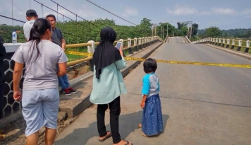 Foto Jembatan Ambruk, Akses Jalan Menuju Nias Putus Total