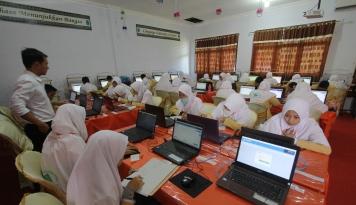 Foto PLN UIP JBTB 1 Gelontorkan Dana CSR Rp200 Juta Lewat Program PLN Mengajar