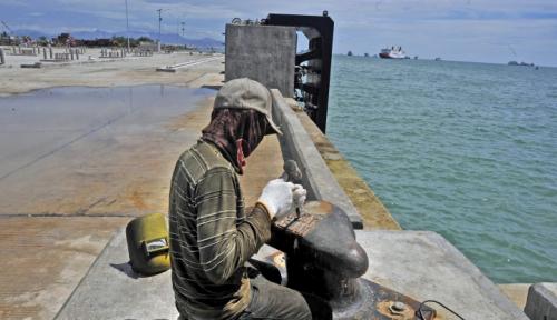 Foto Akibat Cuaca Buruk, Pelabuhan Gilimanuk Sempat Ditutup