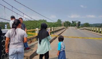 Foto 6 Bulan, Jembatan Cipamingkis Tidak Bisa Digunakan