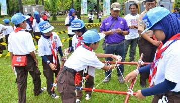 Foto Aksi Siaga Hansaplast Libatkan 350 SD