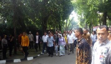 Foto Rombongan JK Nyoblos, Go-Jek: Pak Polisi Bisa Lewat?