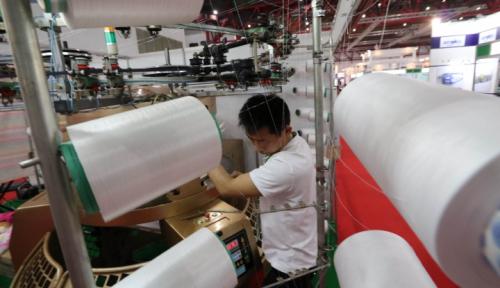 Foto Produksi Industri Manufaktur Lampung Turun